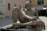 ******** Labirintite, 2000, opera in bronzo di Rabarama esposta a Brescia