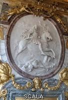 ******** Le roi de France Louis XIV a cheval, en empereur romain vainqueur - Medaillon avec bas relief par Antoine Coysevox (1640-1720) Chateau de Versailles, Galerie des Hommes illustres