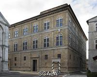 Rossellino, Bernardo (1409-1464) Facade and well