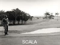 Korda (Diaz Gutierrez, Alberto, 1928-2001) Fidel Castro jouant au golf
