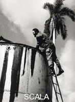 Korda (Diaz Gutierrez, Alberto, 1928-2001) Fidel Castro visite un puits de petrole