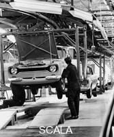 ******** Ford Escort production line, 1973.