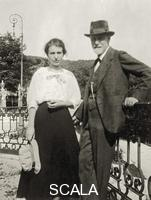 ******** Sigmund Freud and his daughter Anna at the 6th Psychoanalytic congress in Den Haag, 1920